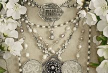 Decadent Jewelry / by Sonia Caceres