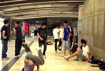 Manos japas em SP / No Centro Cultural São Paulo - Estação Vergueiro do Metrô, um largo corredor serviu de palco para os treinos de uma rapaziada do break ou b.bop. Lá pelos anos de 2012 ou 13, fotografei a gurizada dando show. Os japas são mesmo pop!  Os de Sampa inclusive.