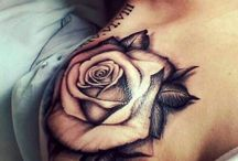 Tattoo de rosas no ombro