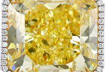 Yellow Diamond Rings / Feast Your Eyes On The Fabulous Fancy Yellow Diamond Rings.