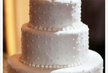 Wedding cake / Polka dot cake to match my dress!