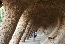 Espagne / L'#Espagne pays d'Isabelle la catholique. Qui a eu une grande période de gloire au 16e et 17e siècles avec la conquête des #Amériques. Actuellement, les visites sont incontournables à #Madrid, voir le #Prado et sa grande place. Ensuite, la ville de #Barcelone, admirez l'architecture de Gaudi et visitez la #Sagrada familia