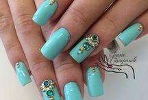 Nail azul- pedraria e decoração