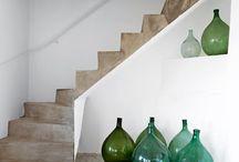 Treppen fugenlos in Betonoptik / Treppen kann man wunderbar fugenlos in Betonoptik erstellen. Auch andere Farben sind möglich. Hier gibt es ein paar schöne Beispiele. Selber machen? Das Material kaufen sowie workshops zu dem Thema unter www.farbefreudeleben.de