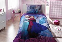 Lenjerii de pat Disney | allgifts.ro / Lenjerie pat pentru copii Disney  Desene animate la tine acasa! 100% bumbac Continut pachet: – cearceaf pilota 160/220 cm – cearceaf de pat cu elastic 100/200 cm – fata de perna (1 bucata) 50/70 cm