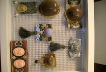 Sieraden / Keramiek met goudluster en barok band