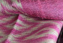 Foulard, étole et châle de mariage / Foulards, écharpe, pashmina, châle et étole de mariage pour mariée. Qu'on soit invitée ou la mariée, voilà les plus belles étoles en soie naturelle et sauvage, les grandes étoles. Wild silk scarves for wedding, white scarf for bride, fashion weeding accessory. Trouvez le foulard de vos rêves grâce à ces quelques conseils de mode.Des foulards spécifiques à mettre pour son mariage, chic, luxueux et artisanaux.