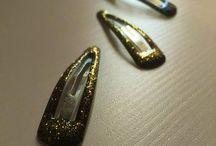 Come fare mollette per capelli glitterate / Come fare mollette per capelli glitterate Idea creativa fai da te per rendere piu' fashion le nostre mollette.  #bijoux #mollette #capelli #faidate #diy #mycandycountry  Seguimi su: www.mycandycountry.it
