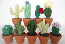 9 crochet cacti - Mig og Maya free pattern (dan)* ༺✿ƬⱤღ http://www.pinterest.com/teretegui/✿༻