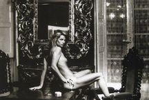 Fotografía erótica en blanco y negro / Imágenes sensuales y con alto contenido erótico tomadas en blanco y negro