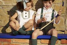 DeLaZarzuelita / Hacemos ropa para niños con calidad, con alma, como se hacía antes. Por eso elaboramos todos nuestros productos en España, con tejidos muy especiales y con manos expertas, conocedoras y amantes de su oficio, como se hacen las cosas de calidad.