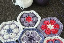 crocheting african flowers / by Amandine
