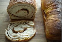 delicious breads / by Linda S