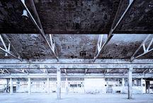 """""""Ghost"""" deleted spaces / Negli ultimi dieci anni, in Italia, ogni 90 minuti è stato demolito un edificio industriale per fare posto a quartieri residenziali, tanti dei quali, esibiscono adesso gli scheletri e i mattoni degli edifici mai terminati. Fantasmi di fabbriche, di un lavoro che non c'è più, ma anche memoria di uomini e di donne che qui hanno vissuto e lottato. Immagini da non leggere come spettri del passato, ma come un invito a progettare nuovi, possibili e più felici mondi."""