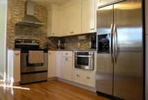 Columbus Galley Kitchen / This gorgeous Columbus, Ohio galley kitchen remodel utilizes space the most efficient ways it can.