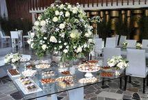 MESAS DE DULCES. ARREGLOS FLORALES / Los mas bellos arreglos florales para bodas, primaras comuniones diseñados con hermosas flores en la paleta de colores adecuada para el evento.