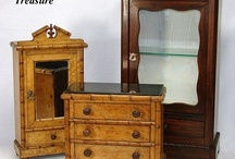 Antique dolls and their furnishings