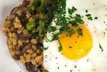 Vegetarian dinner with eggs on top / Wheat berries, veggies and eggs