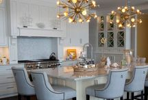 Colorful Kitchen for a colorful personality / Beautiful custom designed lakeside kitchen to welcome friends and family.