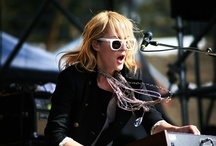 Fav Musicians & Bands / by Niki VandenBerg