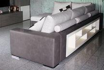 Divani con librerie integrate / Personalizza il tuo divano con l'inserimento di elementi in legno o librerie su misura