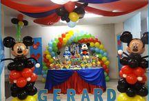 Decoración de amigos de mickey/Clubhose mickey mouse / decoracion con globos, mesa de dulces, corona de cumpleañero, dulcero/cotillón de foam, letreros/letras/nombres