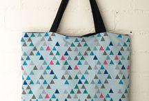 Tassen / Allemaal leuke, hippe, handgemaakte tassen. Leuk met bijpassend slabbetje of sjaaltje voor moeder en baby.