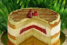 Фисташковый торт с желе из клубники