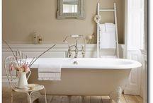 Room - bathroom / by Lyndsay Lucero