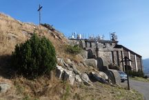 An apple tree on Jested .. / Nobody knows, how an apple tree can grow up on the top of the mountain Ještěd at the altitude of 1012 m ..