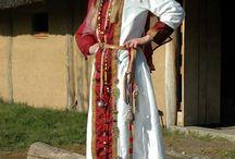 Sichilde (580 +ap 626) reine des F. (épouse Clotaire II) mère de Caribert II / Reine des Francs début VII°s. Epouse CLOTAIRE II. Probablement mère de CARIBERT II (roi d'Aquitaine). Soeur aînée de GOMATRUDE (l'épouse de Dagobert 1°), soeur de BRODULF.