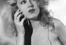 Fay Wray / Read or listen to the short biography about Fay Wray at www.5minutebiographies.com/fay-wray/ or find us on iTunes
