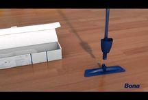 Bona Spray Mop Produkttester / Kein Wasser, Schrubber oder Wassereimer. Sprühen, wischen, fertig! Mit dem neuen Bona Spray Mop mit integriertem Spezial-Reiniger wird der Boden gleichmäßig eingesprüht und dann bequem gewischt. Sicher, sauber und streifenfrei.
