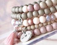 Handmade Jewelry / Ben jij ook zo gek op het maken van je eigen sieraden? Of doe je graag zelfgemaakte sieraden cadeau? Laat je inspireren door deze sieraad setjes!