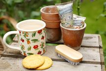 Gardeners / English green-fingered gardeners, vitamin-rich vegetable patches and dependable potting sheds have inspired our own home-grown Gardeners produce of creams to nourish and protect dry hard-working hands with a blend of nutritious ingredients, specifically designed for post–gardening, using essential oils and vitamins to tend nail beds after a therapeutic day spent digging, planting and reading the newspaper at the allotment.