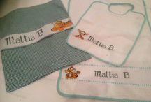 set asilo punto croce / set asilo composto da sacca, bavetta, asciugamano e porta posate