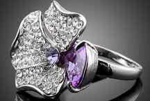 Ringe / Eine Auswahl unserer wunderschönen Ringe, des Glamondo-Sortiments.