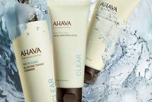 NETTOYER LA PEAU : TIME TO CLEAR / Une ligne de produits ultra doux regroupant les nettoyants, démaquillants, exfoliants et masques purifiants.