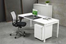 Meubellijnen / Een beetje eenheid in je kantoor geeft rust. Daarom hebben wij diverse meubellijnen in ons assortiment. Uiteraard verkrijgbaar in diverse maten en kleuren.