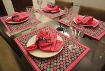 À mesa / mesas para jantar, aparelhos de jantar e taças / by Luciane Moura Rocha