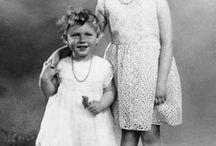 FROM LILIBETH TO QUEEN ELIZABETH II ! / The life of queen Elizabeth ii La vie de la reine Elizabeth II