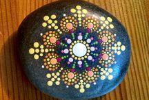 Stone art / Kamene vedia byť aj o veľkej kráse a farbách. Tu je príklad, ako využiť kamienky okrem hádzania do vody s deťmi