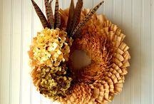 Wreaths and Door Decor / DIY or buy these wreaths. Also including door decor.