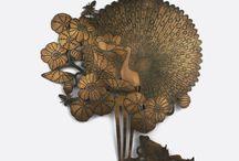 Bijoux muraux / Bijoux muraux baptisés mouches murales  Plaques de cuivre travaillées avec les techniques artisanales du bijou par Michaël Cailloux.  http://www.michaelcailloux.com/