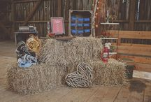 Plaid Wedding Ideas / Here are amazing plaid wedding ideas that will help any rustic bride incorporate the pattern of plaid into their wedding celebration.