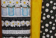 Daisy Live Love Laugh from Timeless Treasures / This Live Love Laugh collection from Timeless Treasures is 100% cotton. Great for making a Table runner , weekend bag , pillowcases , throw pillows and placemats. So many fun and creative projects you can do with this fabric.
