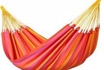L'heure de la sieste ! / Découvrez sur Capitaine Matelas tous les hamacs pour un été coloré !  #Hamac #Ete #Jardin #Sieste