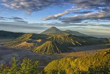 Mount Bromo / This mountain has a very beautiful sunrise. Recommended for you sunrise hunter
