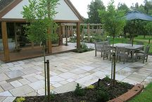 Places to Sit in the Garden / A great place to sit in a beautiful garden