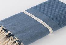 Lantara / Lantara staat voor een uitgebreide collectie fijne baddoeken en plaids afgeleid van de traditionele hamamdoeken. Ze worden op artisanale manier gemaakt en zijn van 100% katoen.